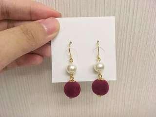 🚚 【大出清】宮廷風毛球珍珠耳環(紅)