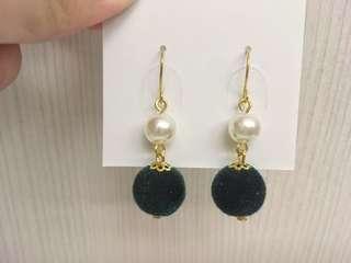 🚚 【大出清】宮廷風毛球珍珠耳環(綠)