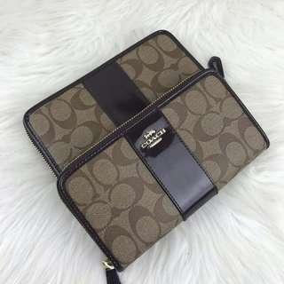 [Ready stock] COACH ACCORDION ZIP WALLET SIGNATURE PATENT