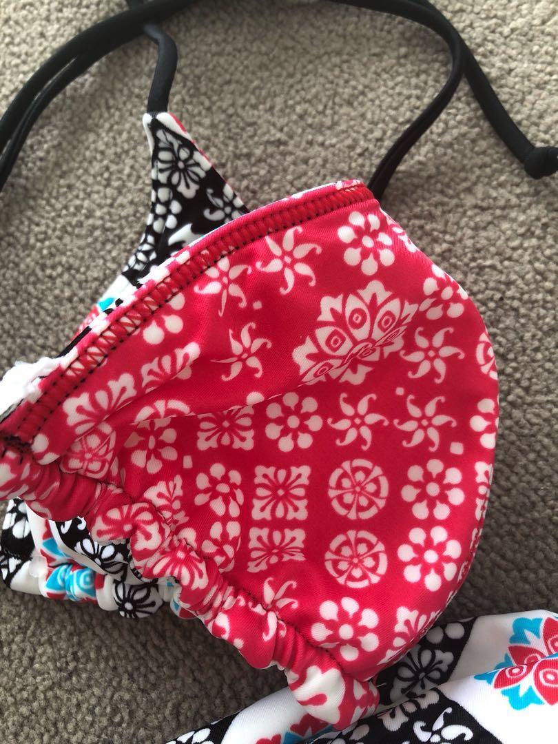 Brand New Billabong patterned bikini