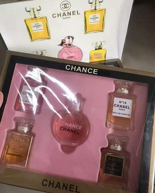40b10576 Chanel perfume