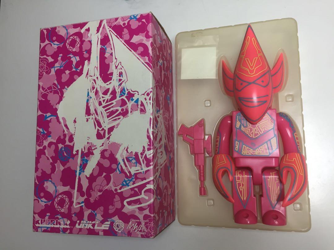 Kubrick 400% Unkle Pink version