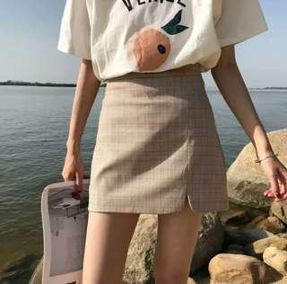 杏色格仔短裙 側開叉 A字裙 全新