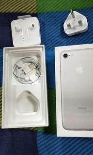 Iphone 7 silver 128gb box and accessories