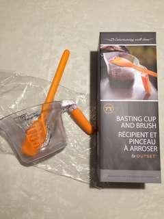BNIB silicone basting brush with measuring cup