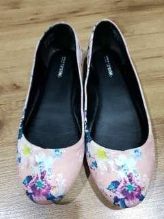 Call It Spring Size 8 Floral Flats