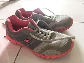 Power running shoe