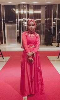 Gaun Muslimah Merah