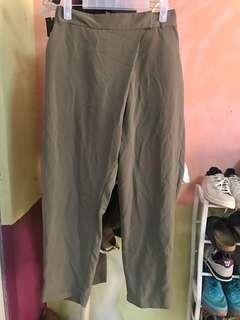 Discoat Parisien pants can fit small to medium frame like new condition