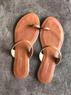 Sandal queena coklat