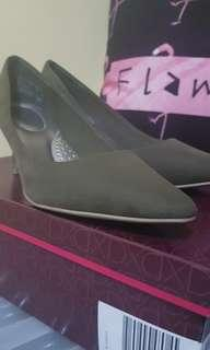Payless Low-heeled pumps