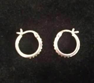 SMALL SILVER HOOP EARRINGS WITH TINY STONES