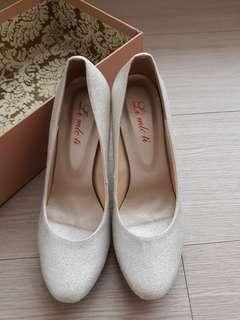 🚚 銀色亮粉高跟鞋 --Size: 24