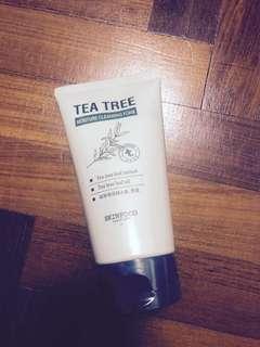 Tea Tree Moisture Cleansing Foam