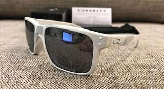 166d0d95b3 Oakley™ HOLBROOK (Multicam Alpine Black Iridium)