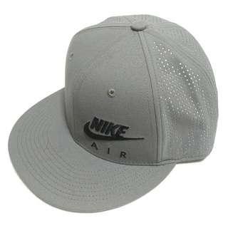 🚚 【跨年前賣場任2件減200】NIKE 灰色 棒球帽 網帽 (全新)