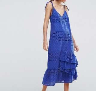 Slip dress in lace with ruffle hem