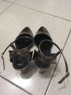 🚚 綁帶尖頭高跟鞋