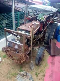 Traktor tanah