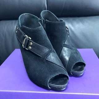 🚚 Misssofi 麂皮皮革魚口踝靴 裸靴👠23.5