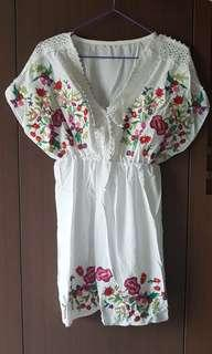 🚚 Embroidery White Top Blouse *Ready stock* New!