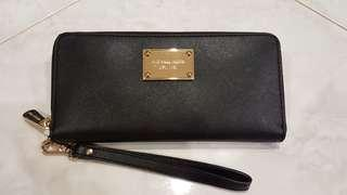 MICHAEL KORS BLACK JET SET ZIP AROUND CONTINENTAL WALLET WRISLET