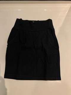Strech black skirt