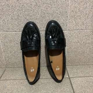 [PRICE REDUCED] H&M Faux Croc Leather Black Oxfords