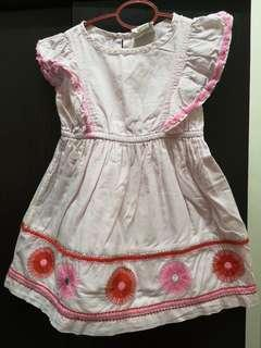 Girl embroidery dress