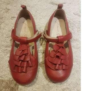Red girl's shoes size 11