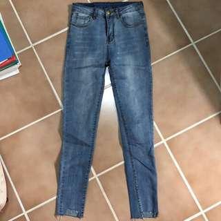 🚚 淺藍小腳牛仔褲S號
