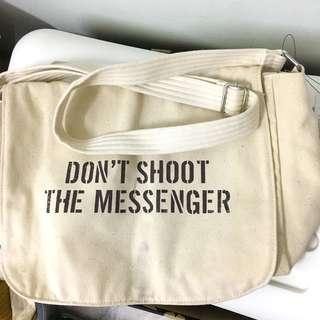 [FREE SHIPPING] Kenneth Cole : Don't Shoot The Messenger Bag Canvas Bag