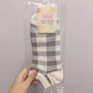 Naxos灰色方格短襪x1