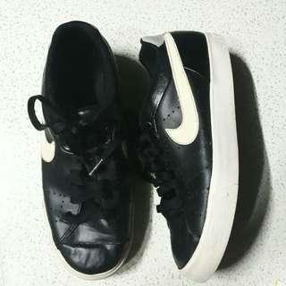 Authentic Nike Court Tour