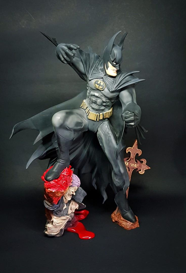 OFFICIAL DC COMICS BATMAN THE PENGUIN CLOSE UP FACE KEYRING *BRAND NEW*