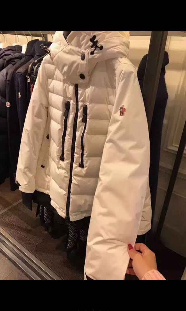 8cd946f9a BNWT Authentic Moncler Down Jacket