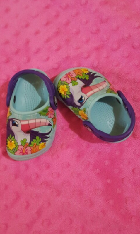 bcdb211a0 BNWT Crocs for girls with light size C4