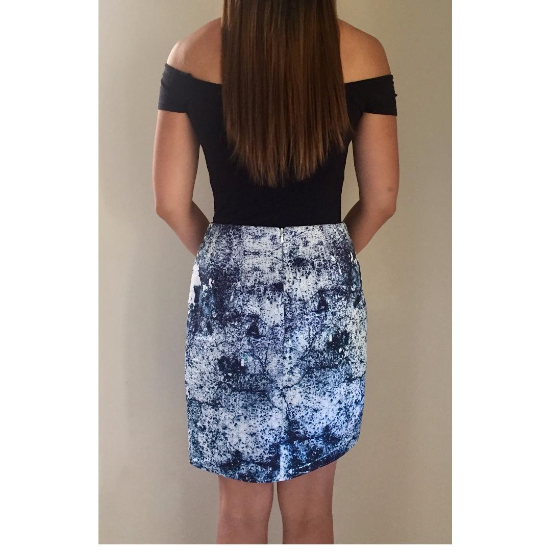 FINDERS KEEPERS 'Seen It All' Blue White Print Asymmetrical Skirt Sz M RRP $150