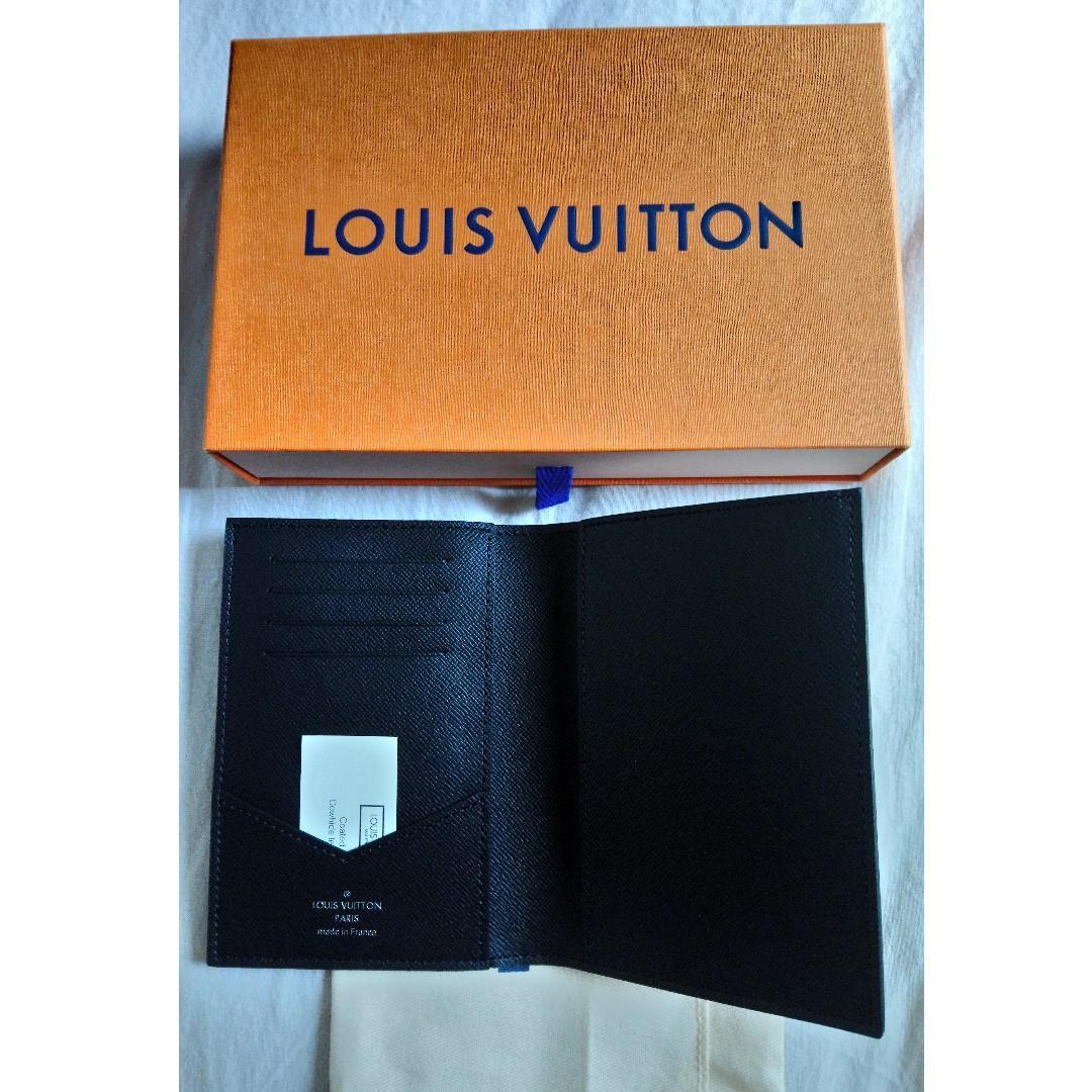 Louis Vuitton LV Monogram Eclipse Canvas Passport Cover (護照封套)