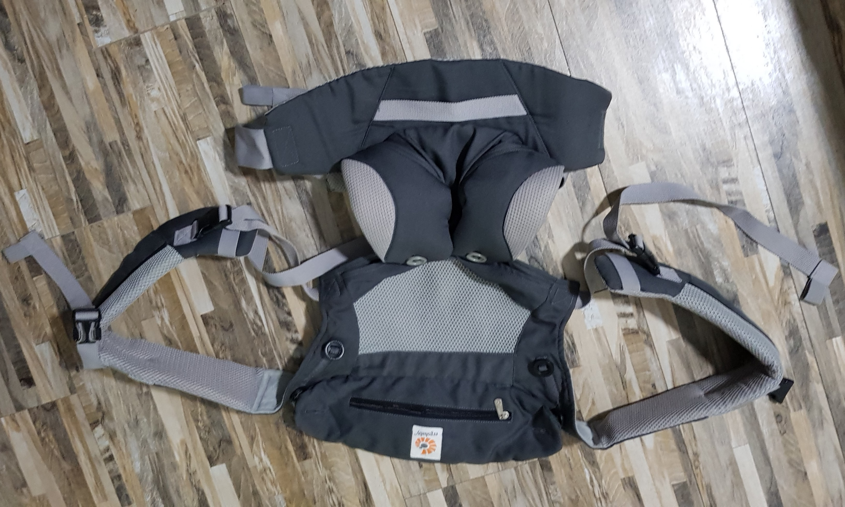 7d6041eff30 Preloved   Ergobaby 360 Baby Carrier  Cool Air Mesh - Carbon Grey ...