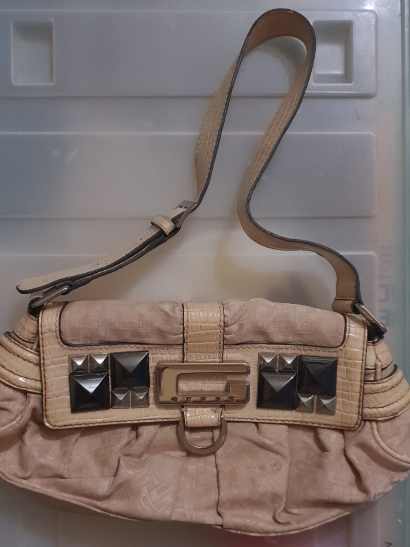 Pre-loved Original GUESS BAG, Women s Fashion, Bags   Wallets on ... 6755f4287cc