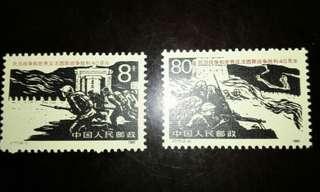 中國1985年J117抗日戰爭和世界反法西斯戰爭勝利四十周年紀念郵票1套2枚,品相完美