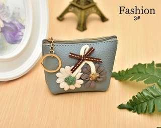 Pouch Coin Flower Semi Premium Bahan : Kulit Togo 8x5x8cm Warna : 1#, 2#, 3#, 4# Berat : 0,01kg (24pcs bisa 1kg)  Rp 50.000