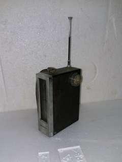 珍藏絕版收音機 (不能用只供收藏)