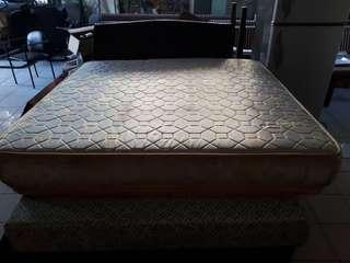 Queen size second hand bed