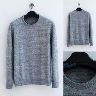 Sweater UNIQLO baru Size L