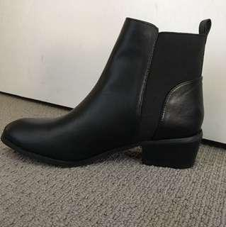 ICONIC BOOTS