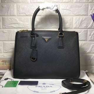 TOP QUALITY Prada luxe tote!