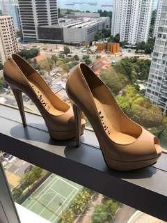 Beige laque heels