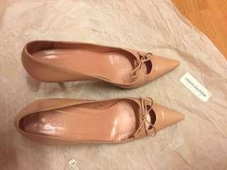 GUCCi 粉紅色高踭鞋特價$200